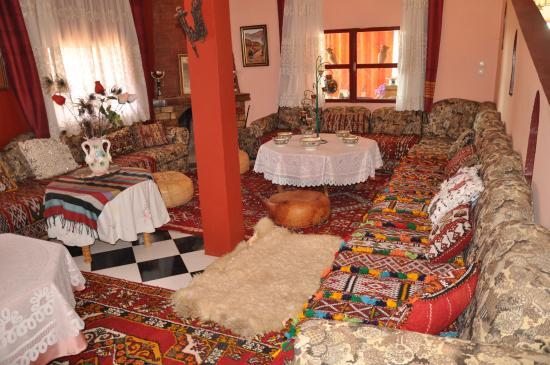Oulmes, Morocco: vue d'un salon