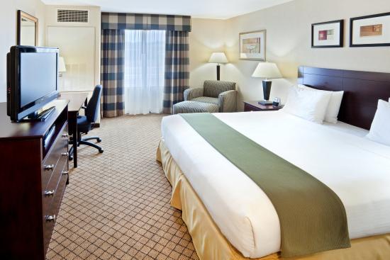 Holiday Inn Express Sumner King Bed Guest Room