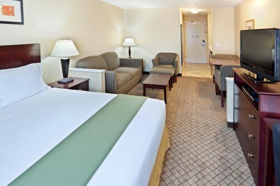 Holiday Inn Express Sumner King Suite
