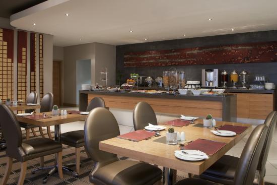 Holiday Inn Express Sandton-Woodmead: Breakfast Area