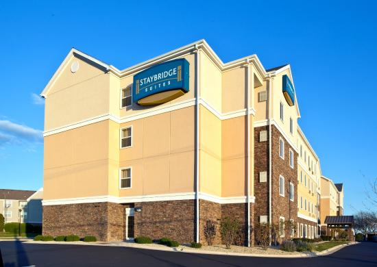 Staybridge Suites Rockford: Hotel Exterior