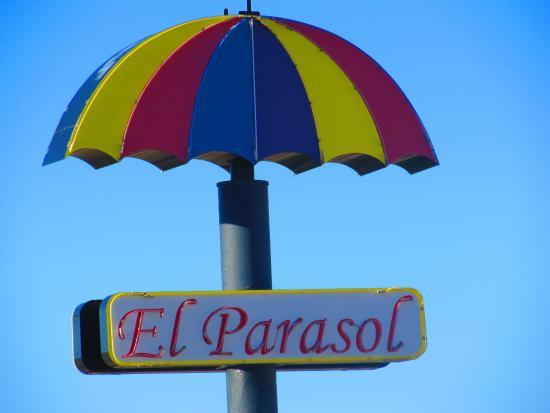 Pojoaque, NM: Эль Парасол означает зонтик на испанском языке