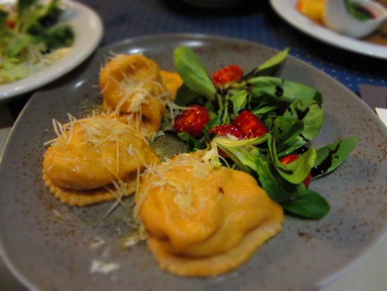 Unterbergen, Avusturya: Ravioli filled with mozzarela and dried tomato