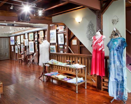 Burlington, Нью-Джерси: Upstairs Front Gallery