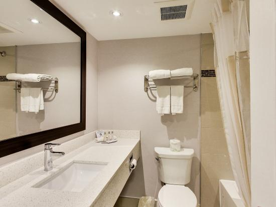 Travelodge Cambridge - Waterloo : Newly Renovated Guest Bathrooms