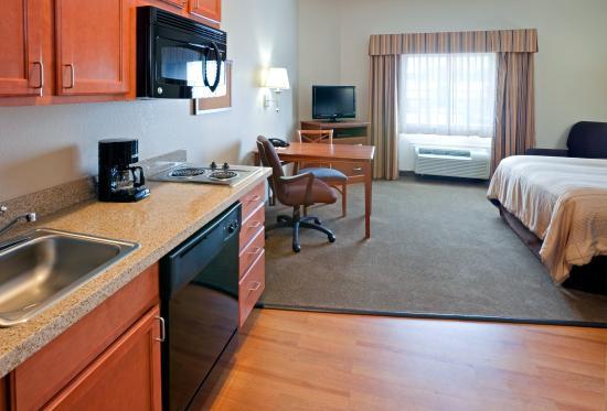 Candlewood Suites Longview: Queen Bed Guest Room