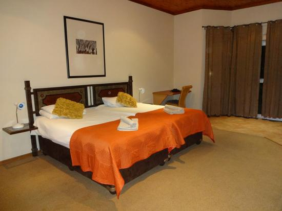 Out of Africa Town Lodge: chambre