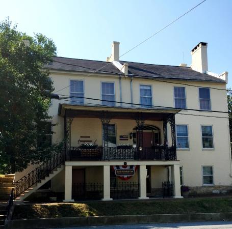 Jacob Rohrbach Inn: Front view