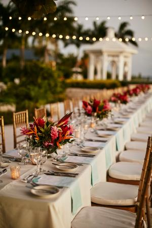 Moon Dance Cliffs: Long cliff-side reception table (Spencer Combs Photography)