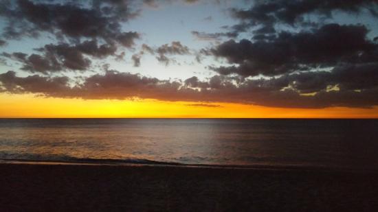 Vanderbilt Beach Resort: One of many beautiful sunsets from the beach.