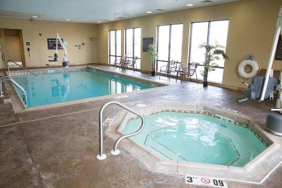 Derby, แคนซัส: Indoor Pool and Whirlpool