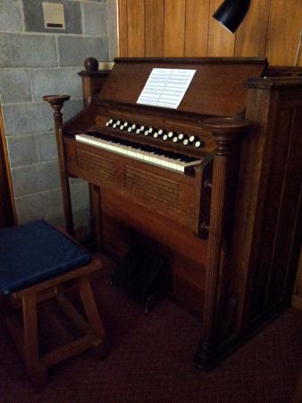 Arthur's Pass Chapel: the organ