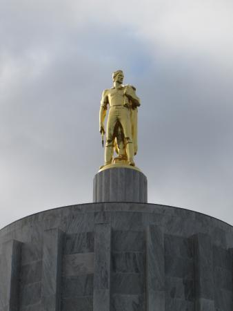 Oregon State Capitol: Sculture on top of capitol building.
