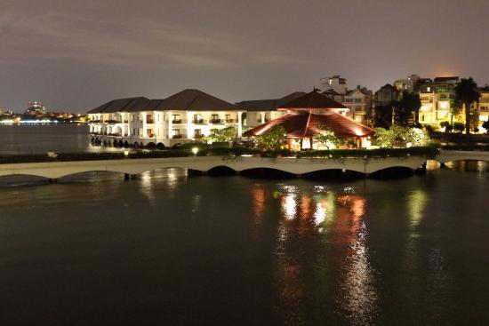 InterContinental Hanoi Westlake : 夜景 サンセットバー