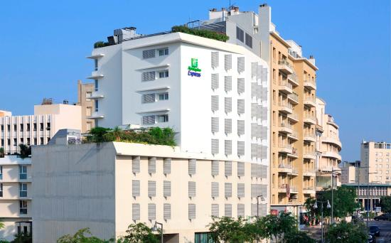 Holiday Inn Express Marseille-Saint Charles : Modern exterior facade of the hotel