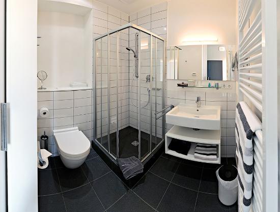Bathroom-Single room - Picture of V8 Hotel Motorworld Region Stuttgart ...