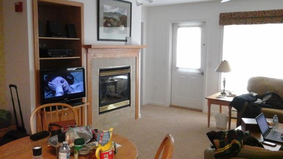 gas fireplace and flat screen tv in living room picture of rh tripadvisor com flat screen tv placement in living room Flat Screen TV Stand Ideas