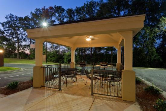 Candlewood Suites Enterprise: Outdoor Gazebo Grill