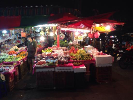 Huai Khwang Night Market