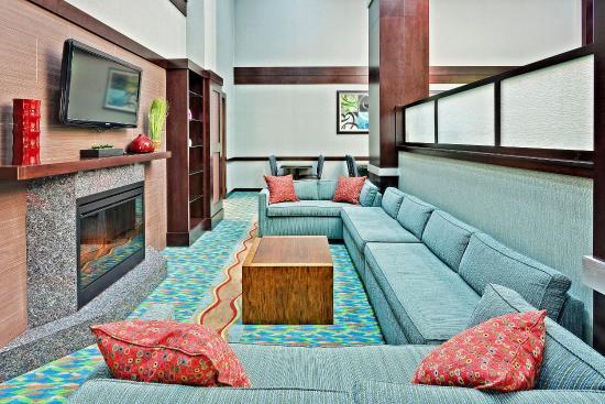 New Philadelphia, OH : Lobby Lounge