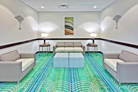 Νέα Φιλαδέλφεια, Οχάιο: Lobby Lounge
