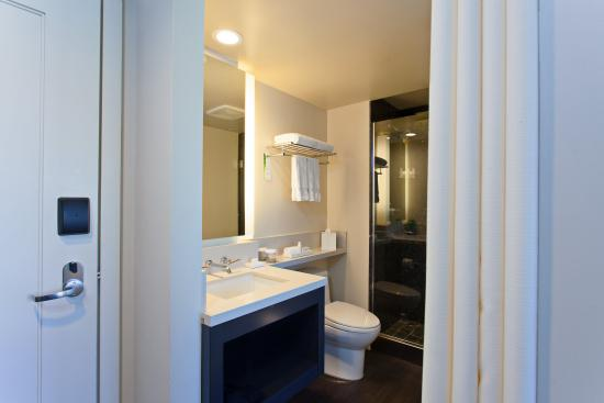 هوتل كين: Standard Guestroom Bathroom