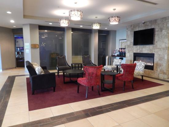 Kulpsville, Пенсильвания: Our recently renovated lobby offers a great place to meet friends!