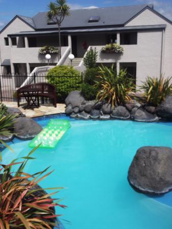 pool and grounds picture of baycrest lodge taupo tripadvisor rh tripadvisor co nz