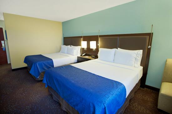Holiday Inn Express Romulus / Detroit Airport : Two Queen Beds Guest Room