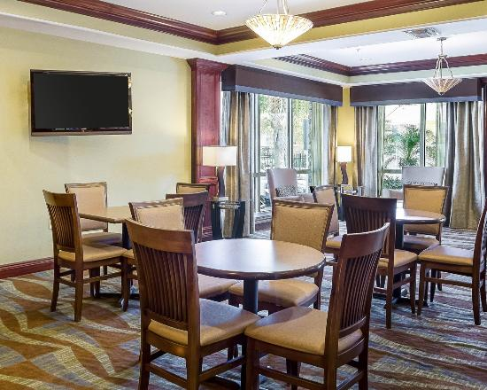 Comfort Suites Harvey: Breakfast Seating