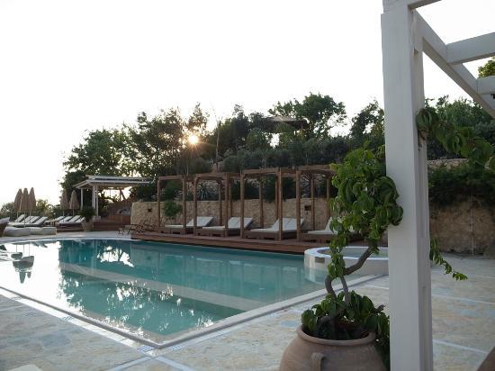 Λουρδάτα, Ελλάδα: main pool near the restaurant