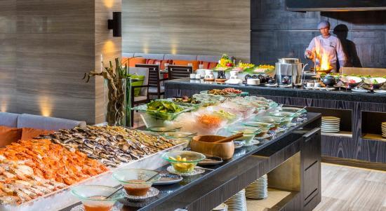 Holiday Inn Bangkok Sukhumvit Zeta Cafe Buffet