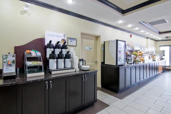 Hampton Inn by Hilton Fort Saskatchewan: Breakfast Bar