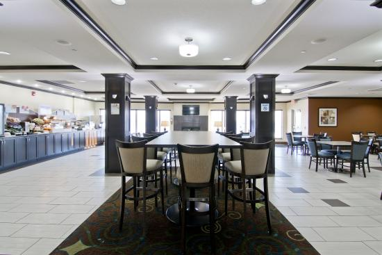 Hampton Inn by Hilton Fort Saskatchewan: Breakfast Area