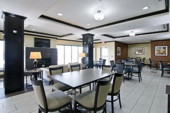 Hampton Inn by Hilton Fort Saskatchewan: Breakfast Area