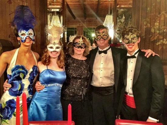 Fleischmanns, estado de Nueva York: Masked Ball