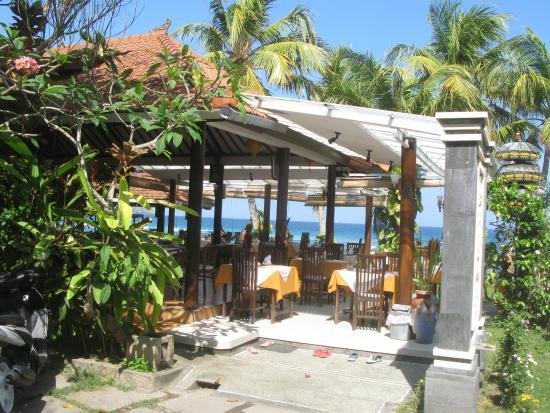 Anom Beach Inn Bungalows: Ресторан отеля