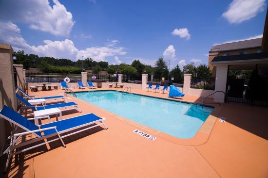 Sundry shop picture of holiday inn express suites Hilton garden inn atlanta east stonecrest