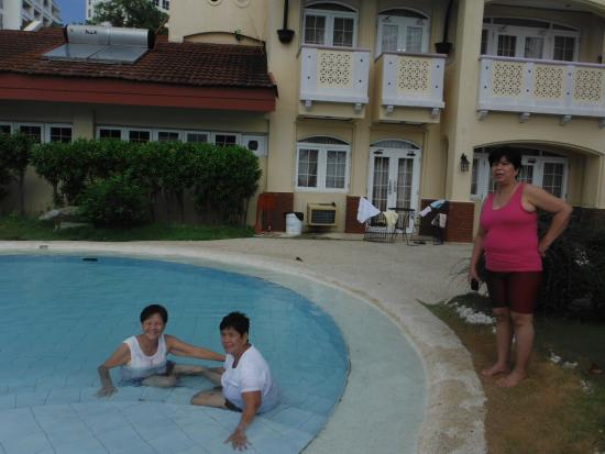 Vista Mar Beach Resort & Country Club: The first room is room 101, pool is just right outside