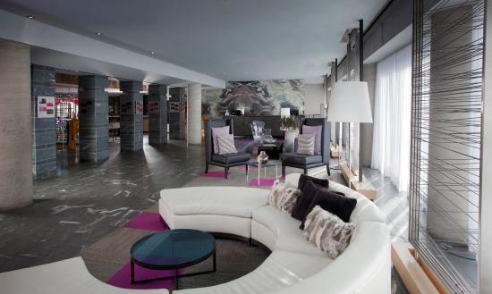 Hotel 10: Lobby