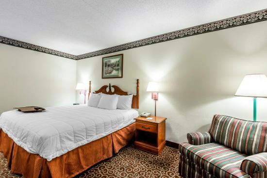 Clarion Inn: King Bed