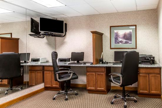 Clarion Inn: Business Center