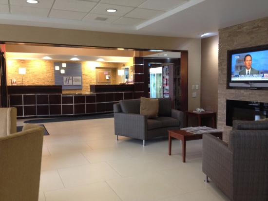 Holiday Inn Express Hotel & Suites West Chester: The Lobby is ideal for casual meetings.