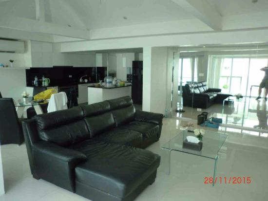Siam Palm Residence : 2-bedrooms apt (Rm 502) - Living rm 1