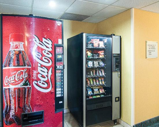 Quality Inn Midland: Vending area