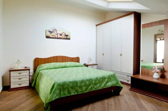 camera da letto - Bild von Etna Royal View, Trecastagni - TripAdvisor