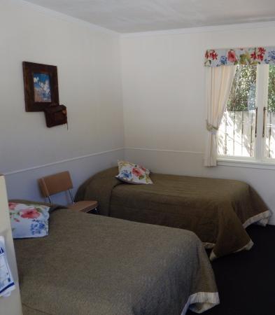 Possum Lodge : 2 Single Bed beside kitchen