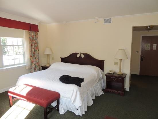 Williamstown, MA: Large room