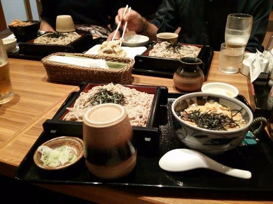 Natural Onsen Kinu no Yu: レストランメニューの一例