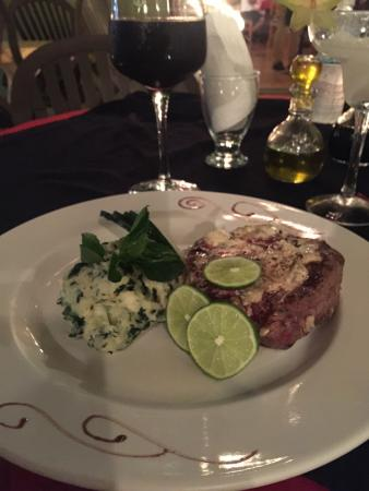 Mayan Bistro: Grilled meat and mashed potatoes